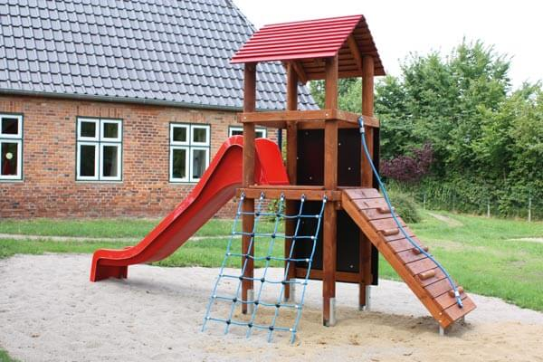 104_kletterturm_satteldach